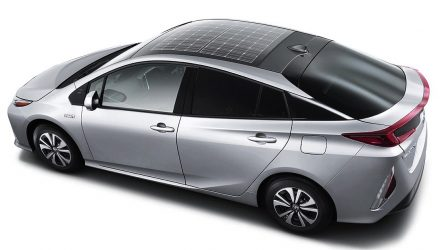 2016 Toyota Prius plug-in hybrid gets solar panel roof