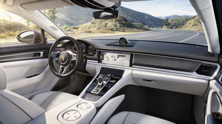 2017 Porsche Panamera-interior