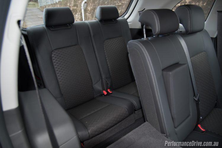 2016 Holden Captiva LT-7 seats