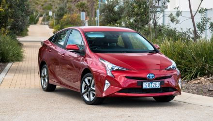 2016 Toyota Prius i-Tech review (video)