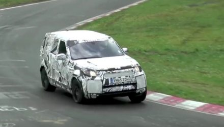2018 Land Rover Discovery spotted, hustles around Nurburgring (video)