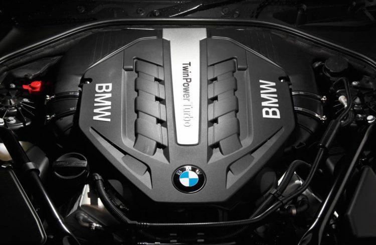 BMW V8 twin-turbo 550i