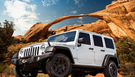 2018 Jeep Wrangler to keep solid axles and boxy shape – report
