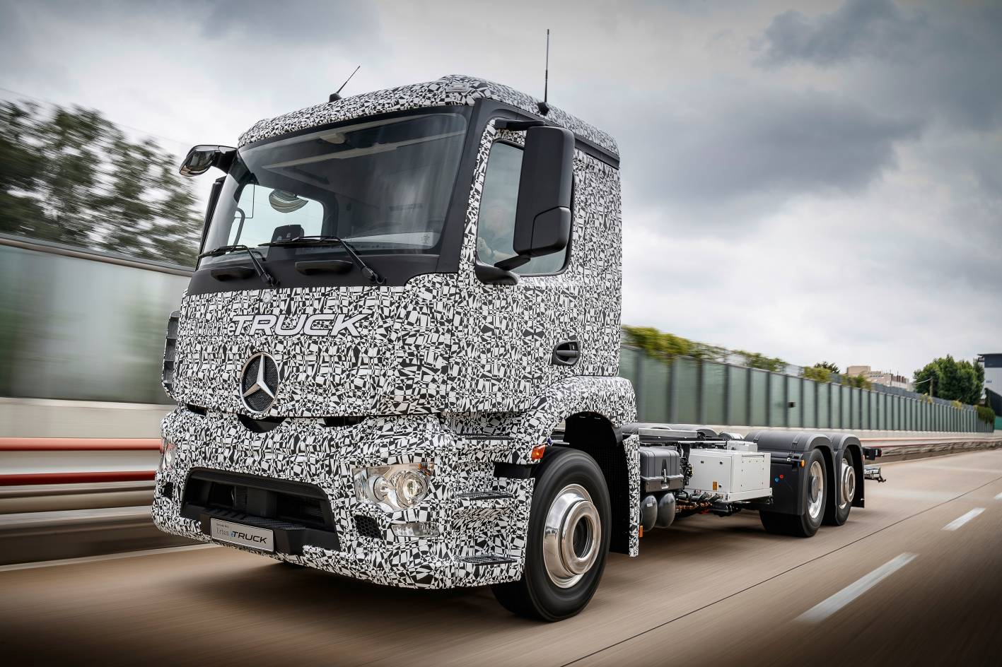 Mercedes benz reveals fully electric urban etruck for The new mercedes benz truck