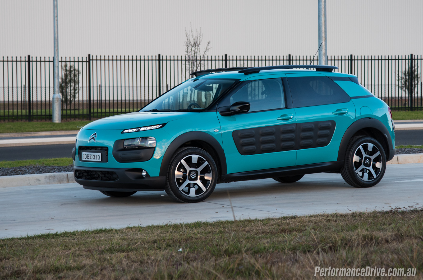 2016 citroen c4 cactus 1 2 petrol review video performancedrive. Black Bedroom Furniture Sets. Home Design Ideas