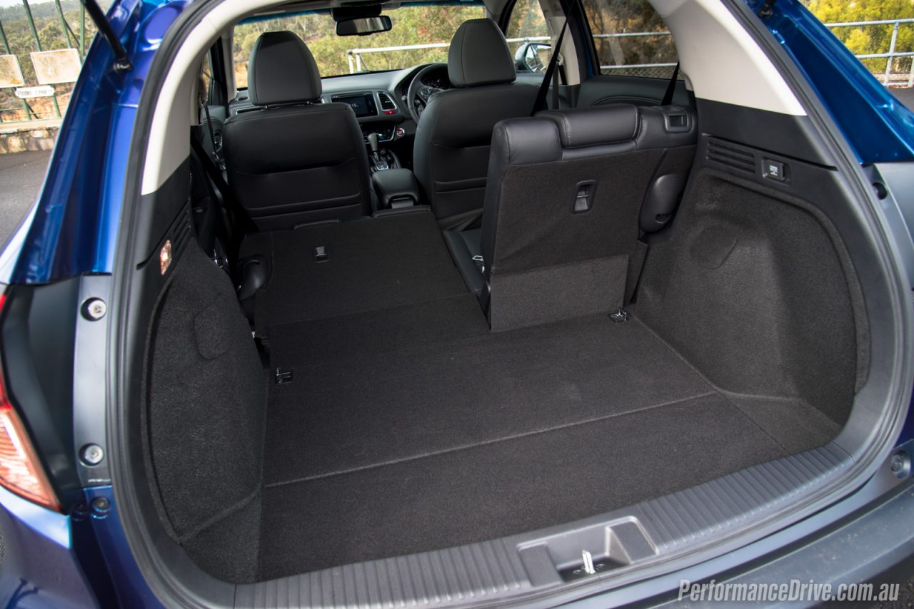 2016 honda hr v vti l review video performancedrive for Honda hrv cargo space