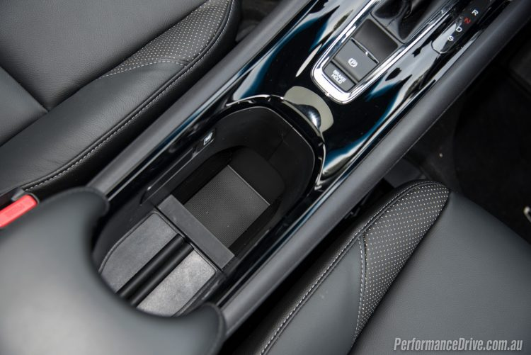 2016 Honda HR-V VTi-L cup holders