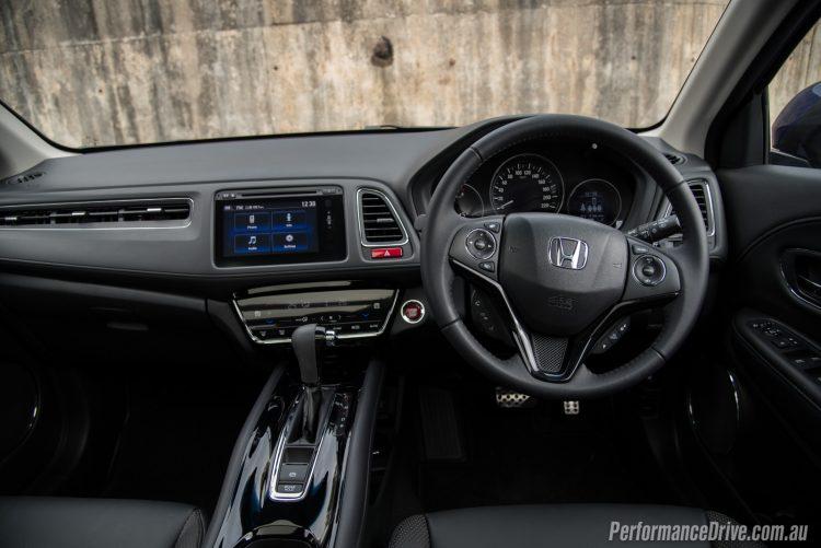 2016 Honda HR-V VTi-L dash