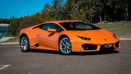 2016 Lamborghini Huracan LP 580-2 review (video)