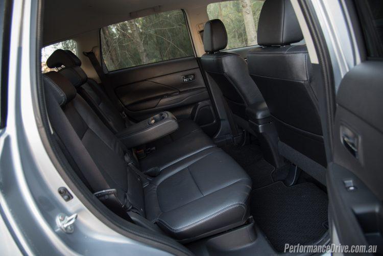2016 Mitsubishi Outlander Exceed-rear seats