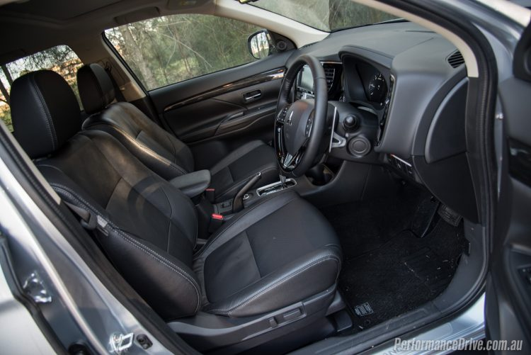 2016 Mitsubishi Outlander Exceed-seats