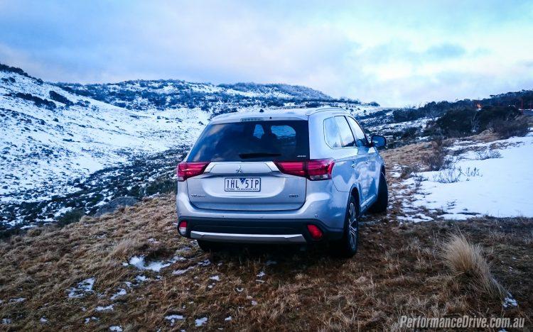 2016 Mitsubishi Outlander Exceed-snow