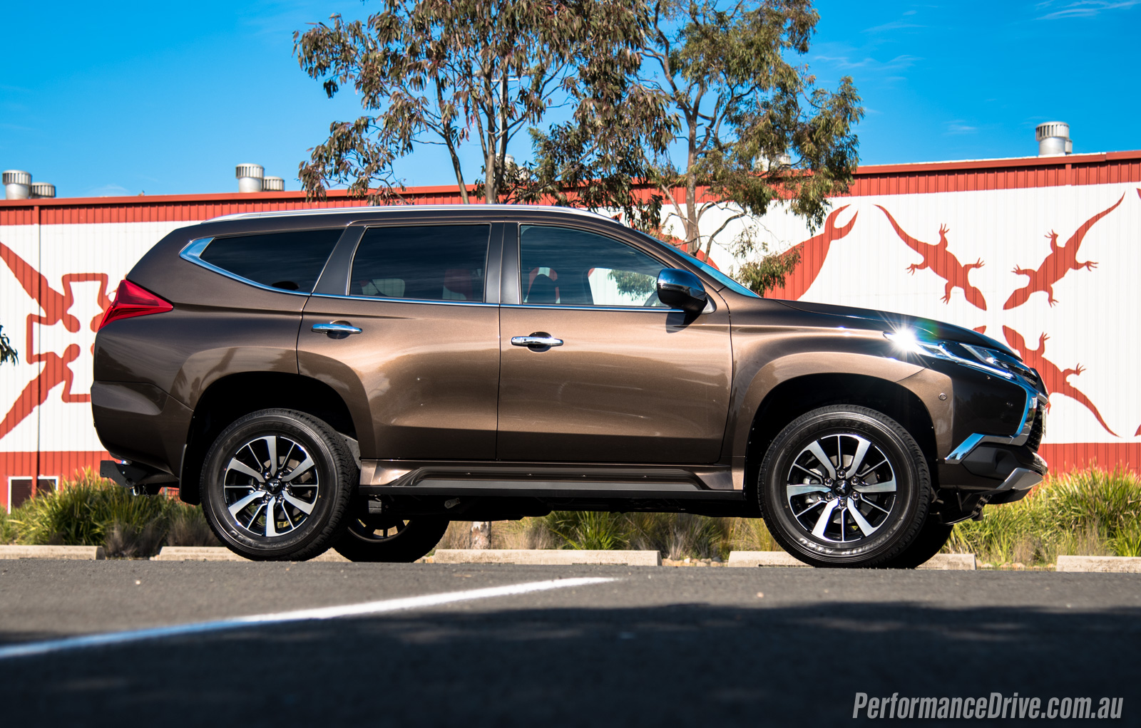2016 mitsubishi pajero sport seven seat review. Black Bedroom Furniture Sets. Home Design Ideas
