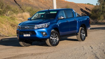 2016 Toyota HiLux SR5 V6 review (video)