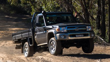 2016 Toyota LandCruiser 70 ute review (video)