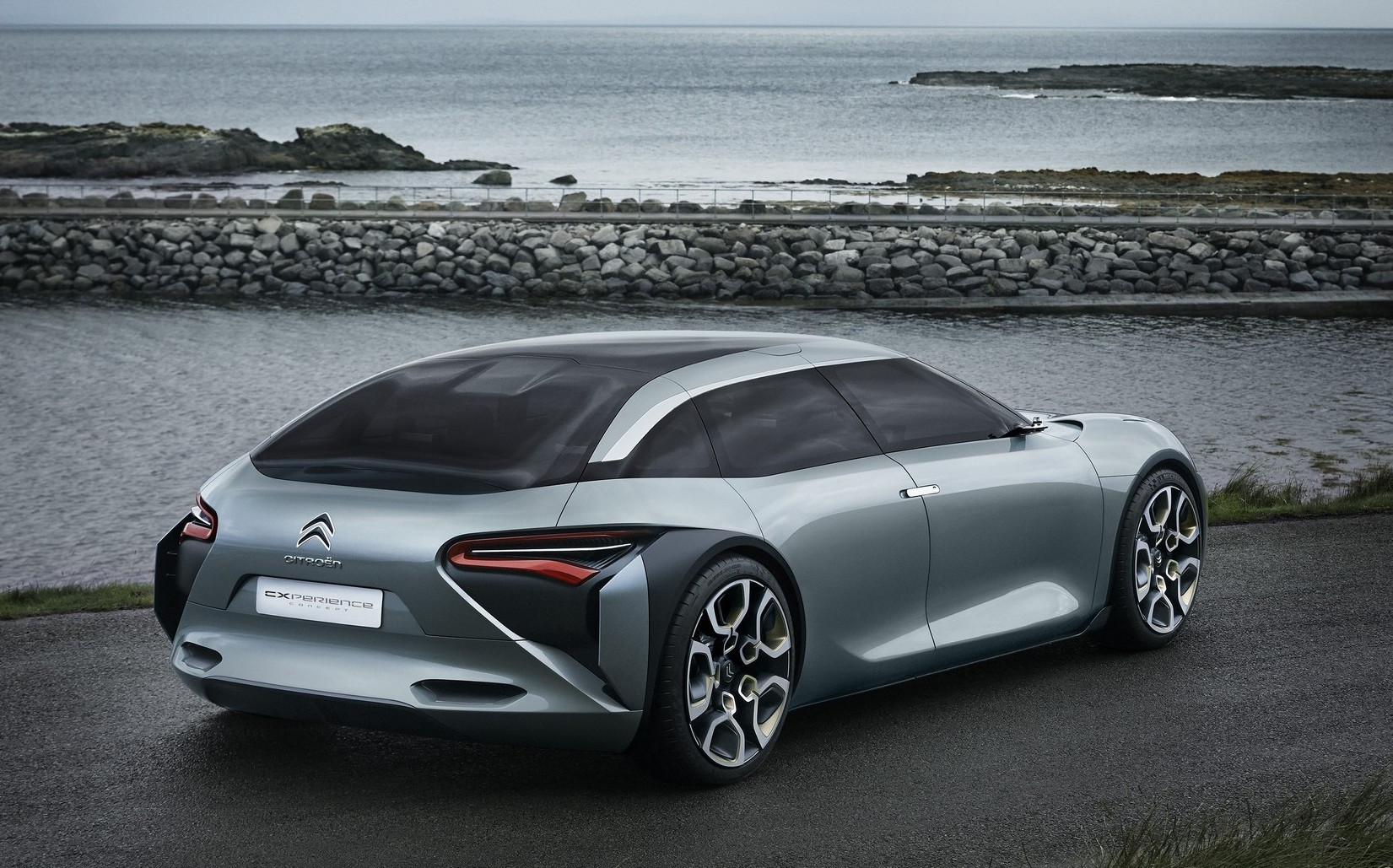Plug-in hybrid Citroen CXPERIENCE CONCEPT teased ahead of Paris Motor Show