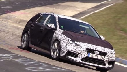 Hyundai i30 N hot hatch spotted with new front end (video)