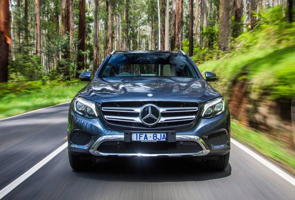 Mercedes benz overtakes bmw in global luxury car sales for Mercedes benz car sales