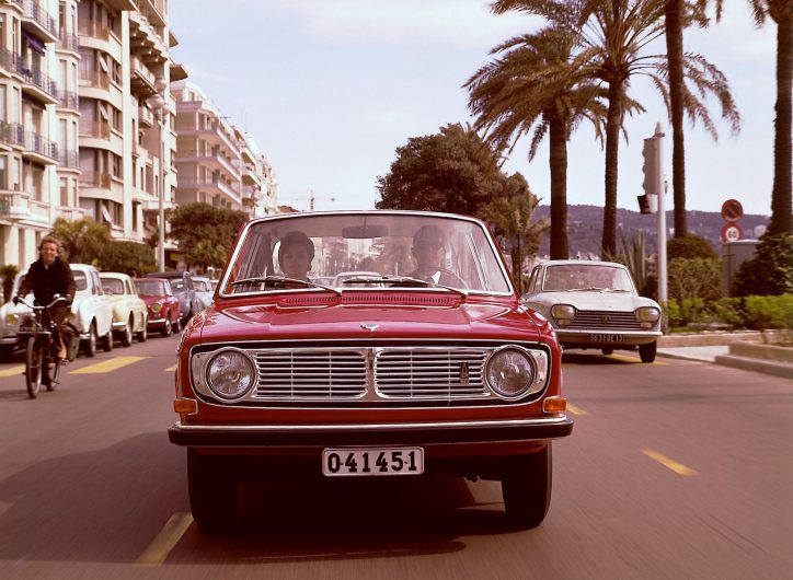 Volvo 142-grille