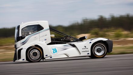 Volvo Iron Knight truck breaks speed records, 0-100km/h in 4.6