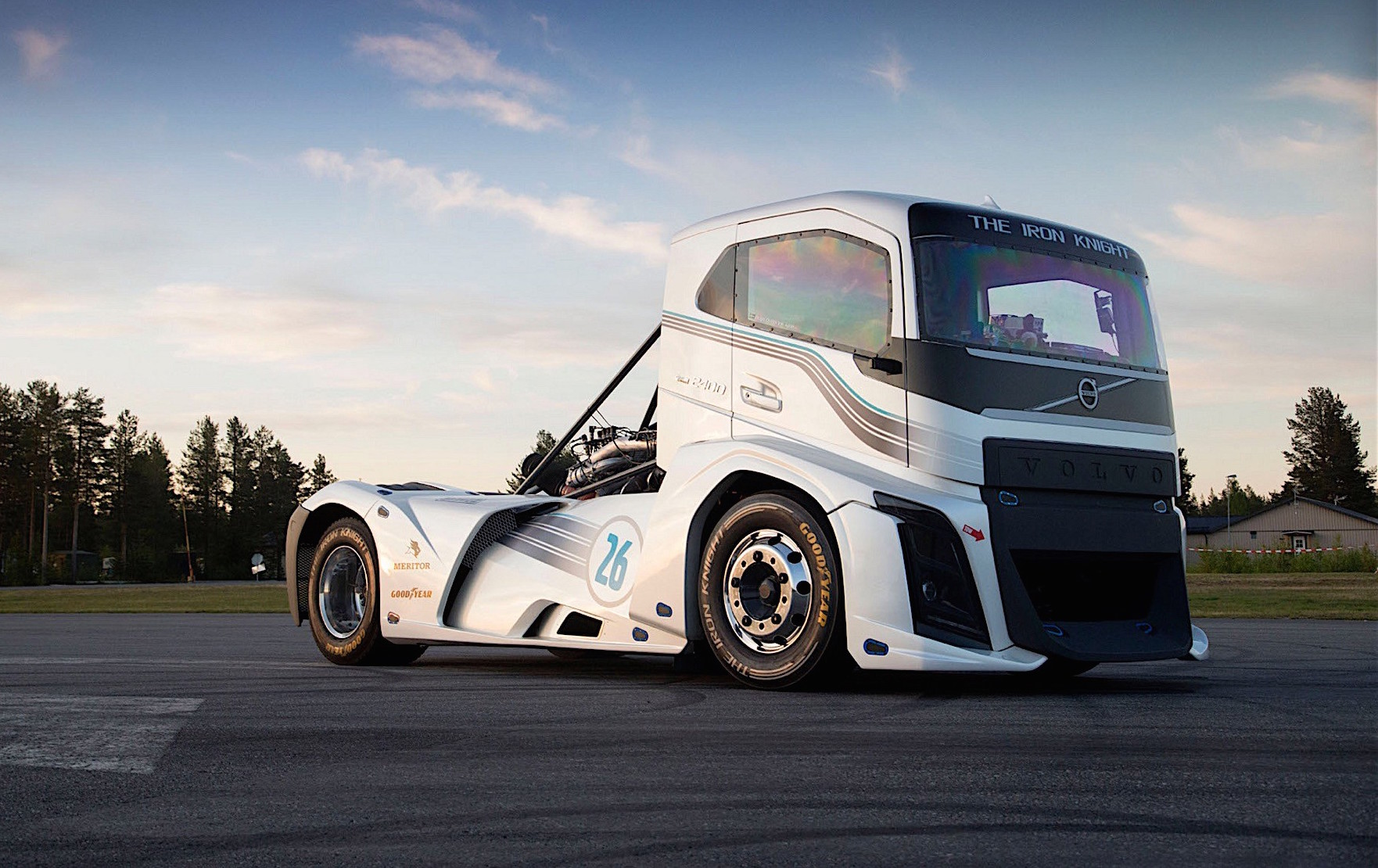 Volvo Iron Knight Truck Breaks Speed Records 0 100km H In