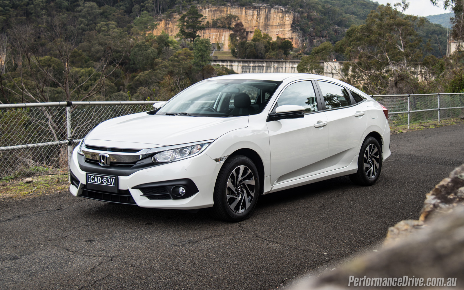 2016 honda civic vti s white