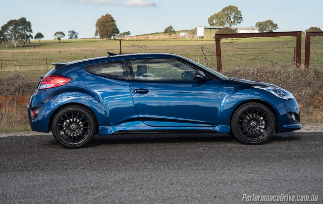2016 hyundai veloster street turbo review video. Black Bedroom Furniture Sets. Home Design Ideas