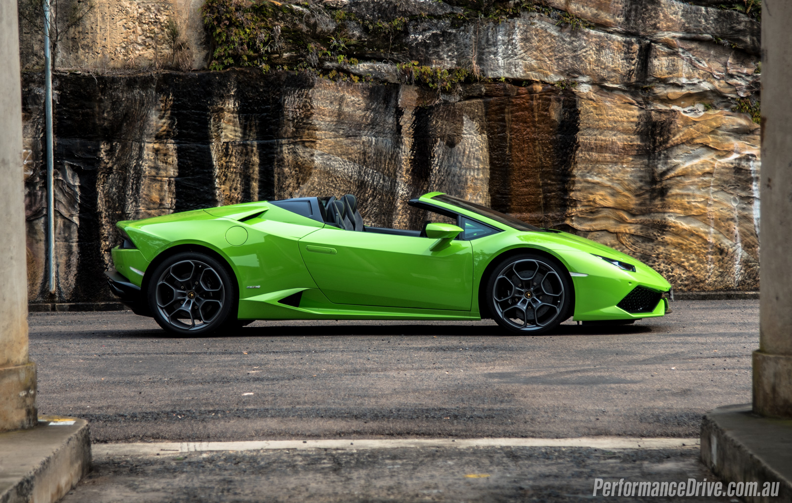 2016 lamborghini huracan spyder review first impressions pov performancedrive. Black Bedroom Furniture Sets. Home Design Ideas