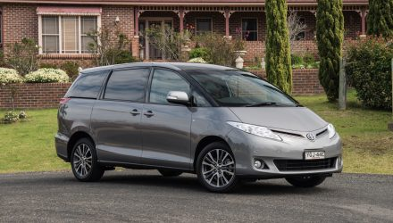 2016 Toyota Tarago V6 Ultima review (video)