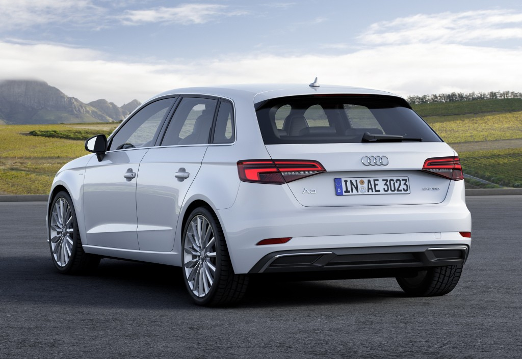 2017 audi a3 e tron debuts in the us gets technology. Black Bedroom Furniture Sets. Home Design Ideas