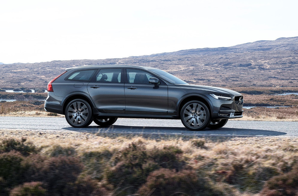 2017 volvo v90 cross country revealed performancedrive. Black Bedroom Furniture Sets. Home Design Ideas