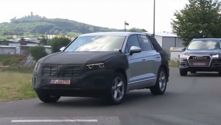 2018 Volkswagen Touareg spotted, adopts MLB platform (video)