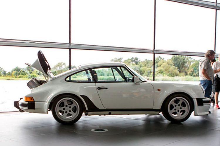 Porsche 911 930 TAG F1 side