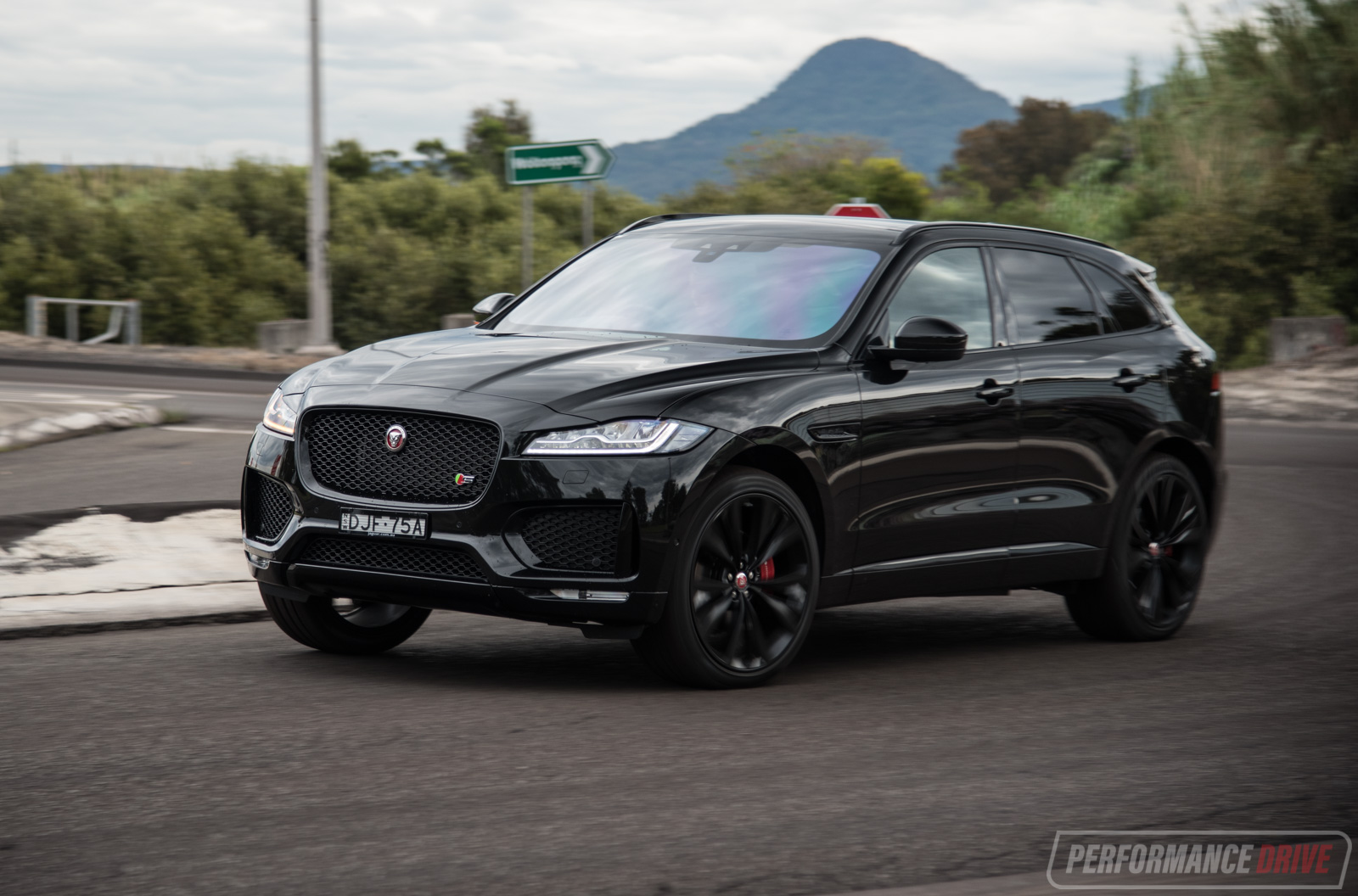 2016 jaguar f pace s 35t review video performancedrive. Black Bedroom Furniture Sets. Home Design Ideas