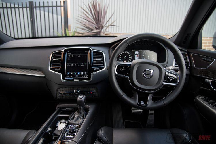 2016-volvo-xc90-t6-r-design-dash