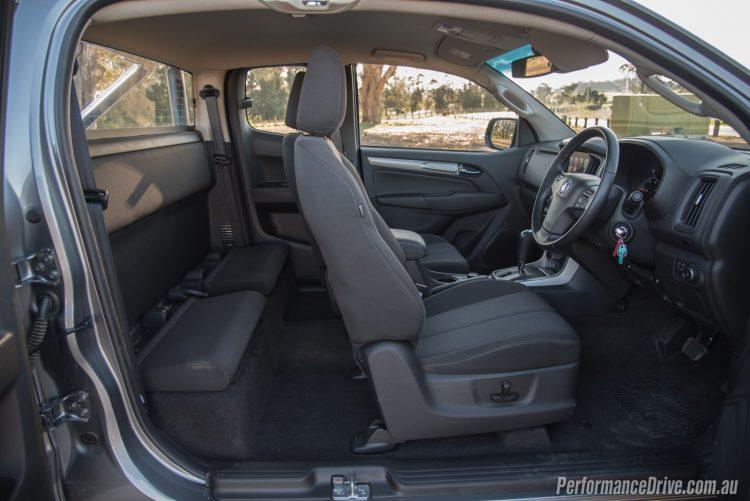 2017-holden-colorado-ltz-space-cab-interior