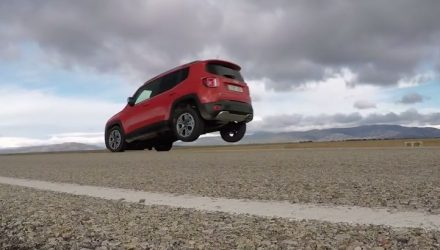 Jeep Renegade lifts back wheels under braking in Euro test (video)