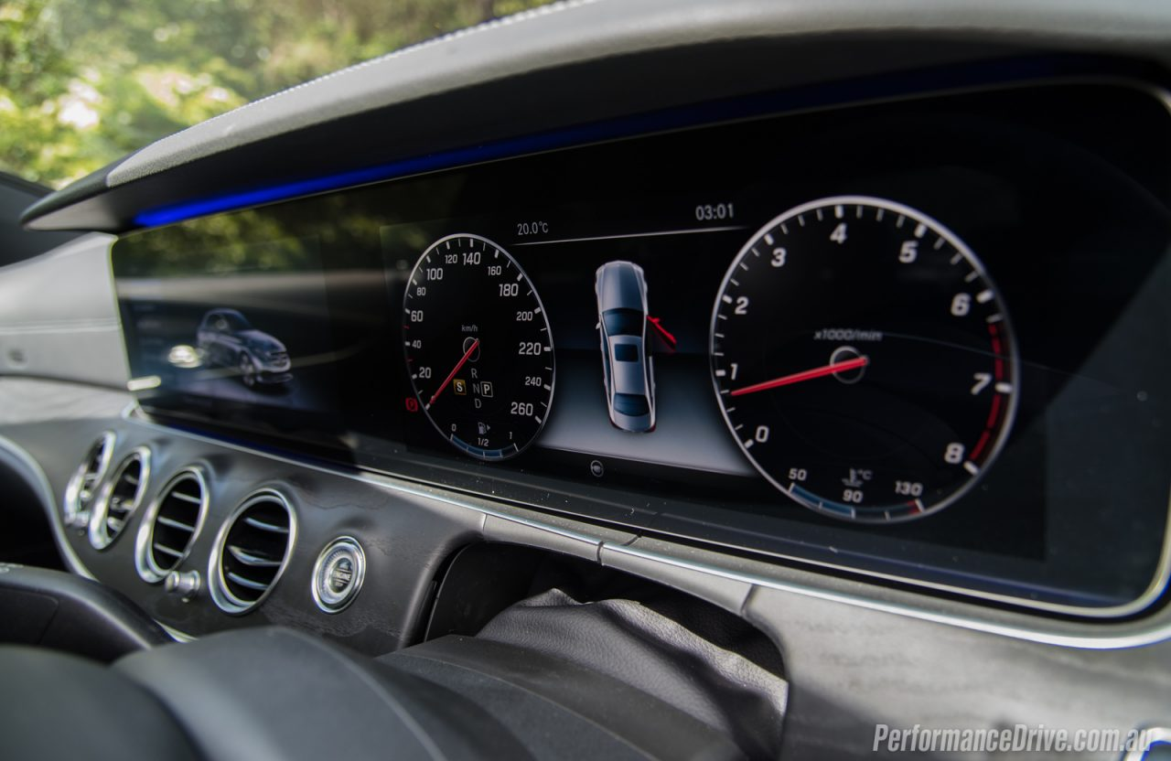 2016 mercedes benz e 200 amg line review performancedrive for Mercedes benz dashboard