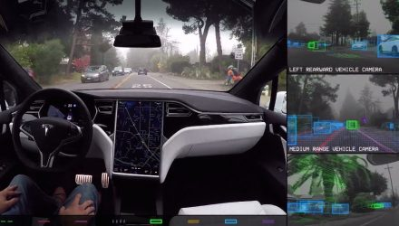 Tesla shows what Autopilot cameras see and manage (video)