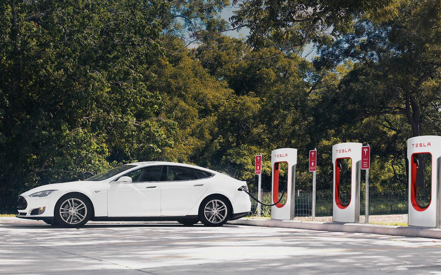 Tesla to Limit Long-Distance 'Supercharging' for New Owners