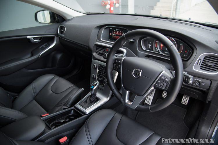 2017-volvo-v40-d4-polestar-interior