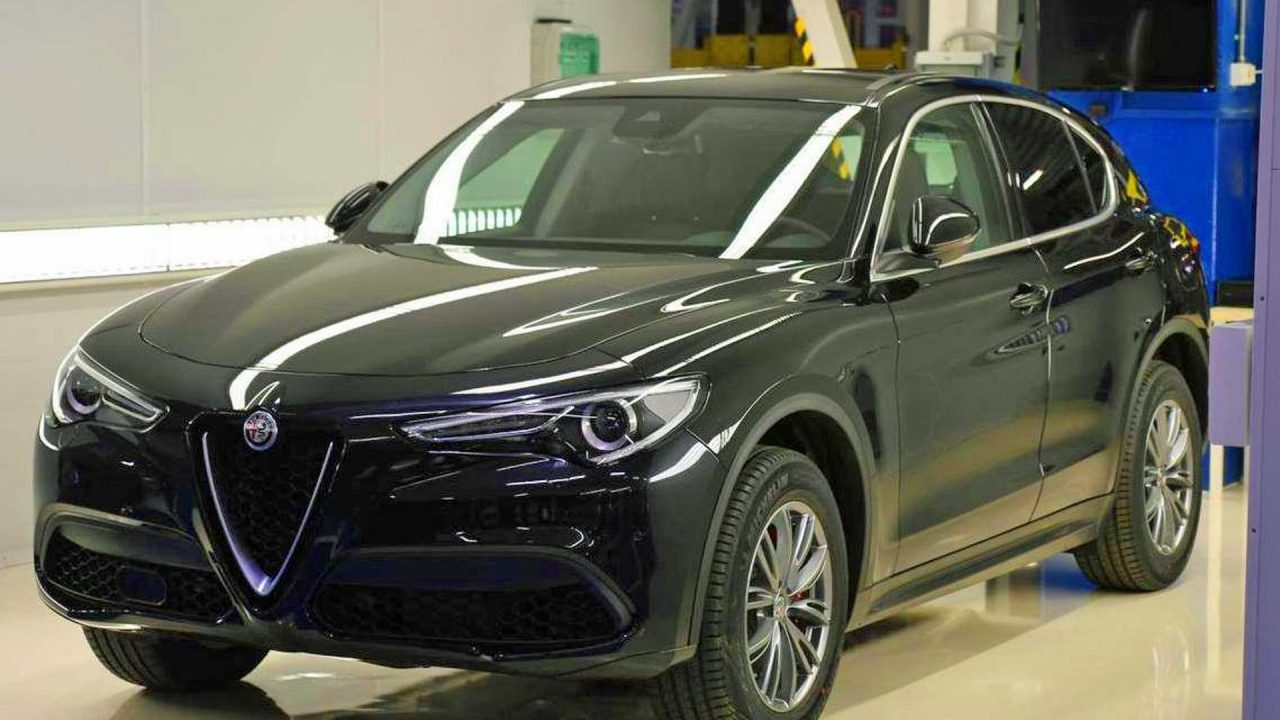 alfa romeo stelvio shows up in base model form again performancedrive. Black Bedroom Furniture Sets. Home Design Ideas