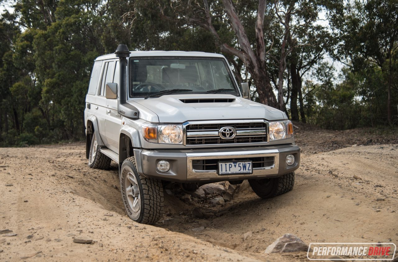 2017 toyota landcruiser 70 series gxl wagon review video performancedrive. Black Bedroom Furniture Sets. Home Design Ideas