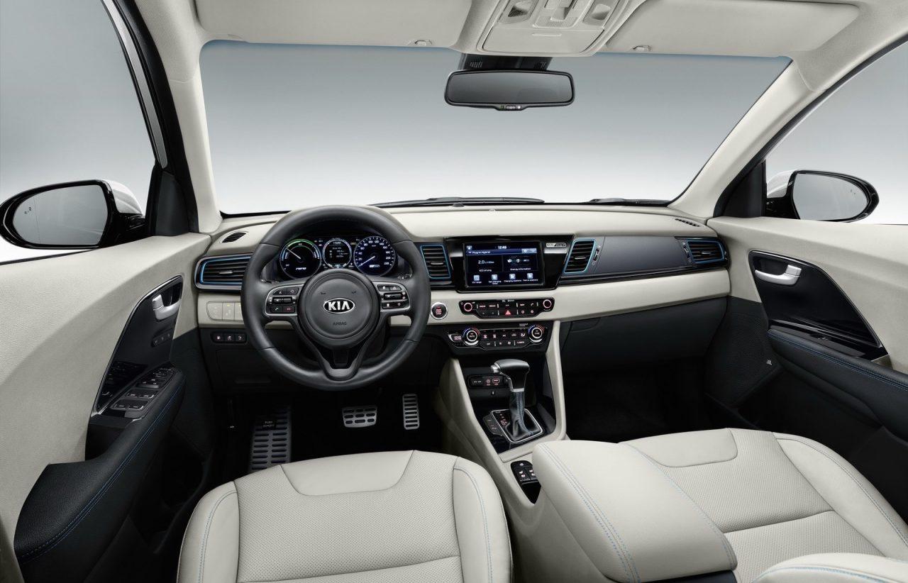 Kia Niro Plug In >> Kia Niro plug-in hybrid revealed with 55km EV range | PerformanceDrive
