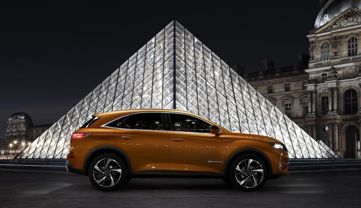 citroen ds 7 crossback revealed as suave new suv performancedrive. Black Bedroom Furniture Sets. Home Design Ideas