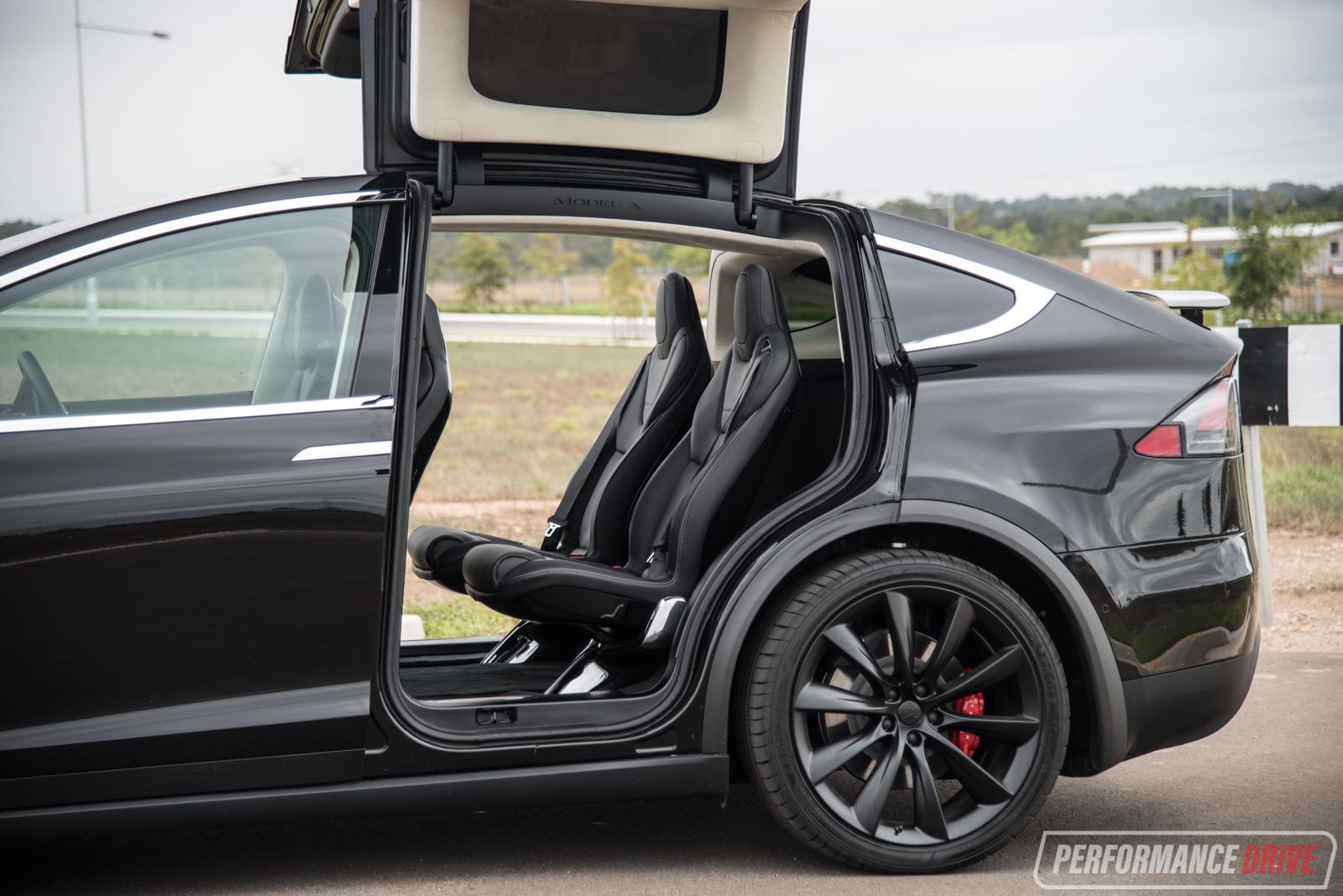 2017 Tesla Model X P90D review (video) | PerformanceDrive