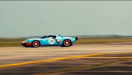 Ford GT sets fastest 1-mile record at Texas Mile, hits 471km/h (video)