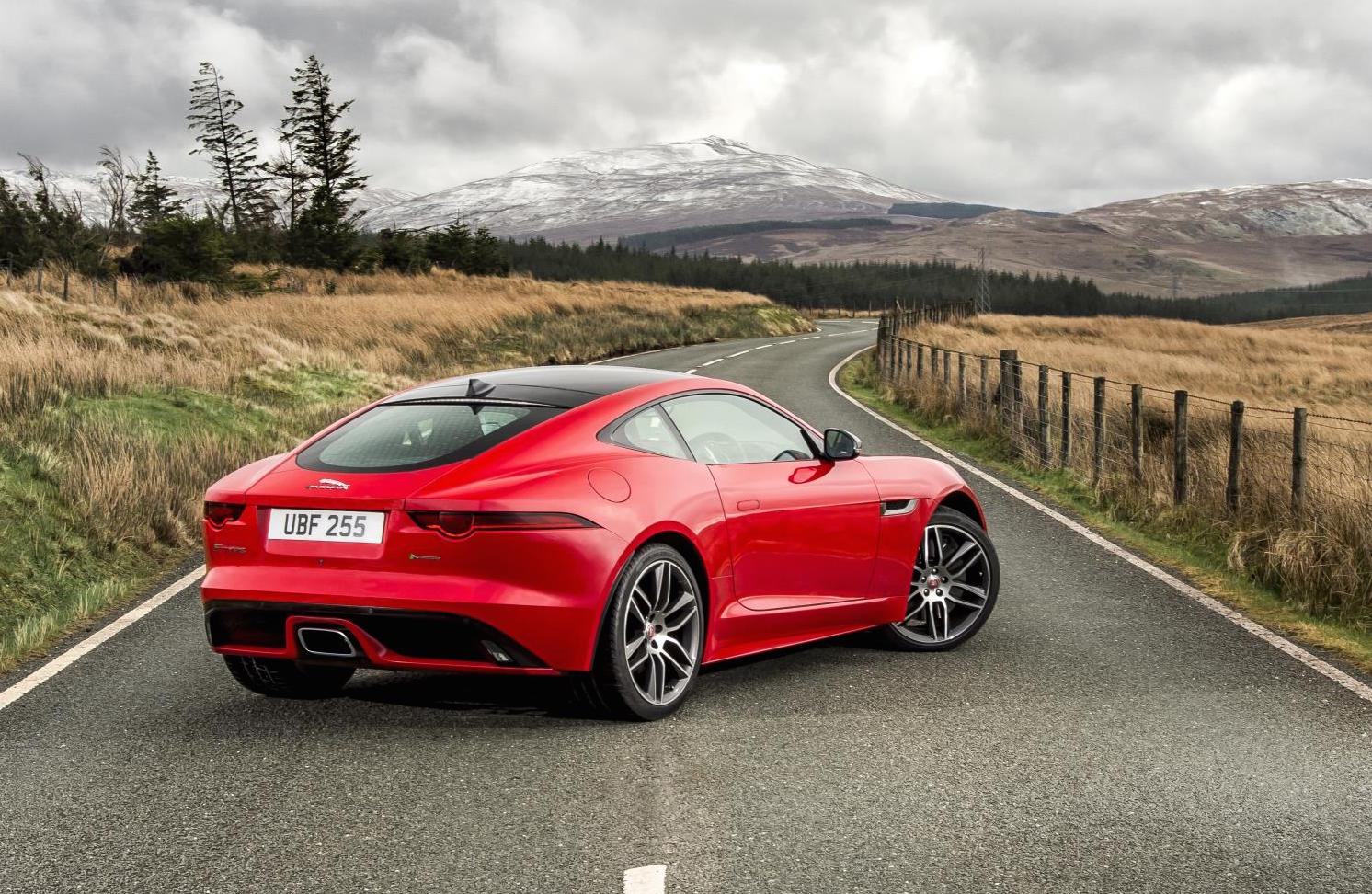 jaguar f type 4 cylinder model revealed 221kw turbo performancedrive. Black Bedroom Furniture Sets. Home Design Ideas