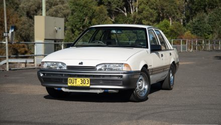 1986 Holden VL Commodore Turbo 0-100km/h & engine sound (video)