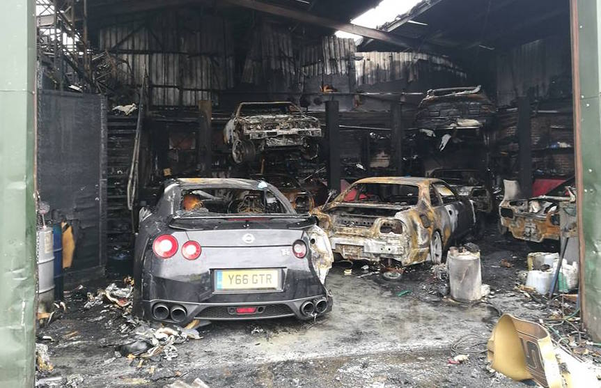 Nissan skyline tuning shop burns down 7 cars destroyed for Interieur garage